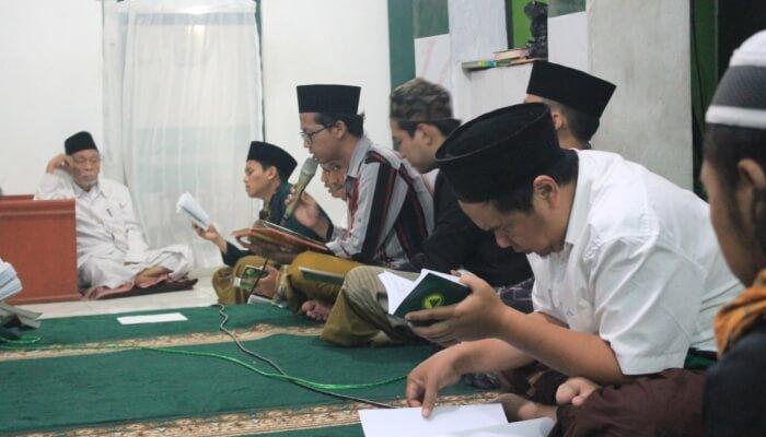 Pembacaan sholawat burdah dalam peringatan maulid nabi (1)