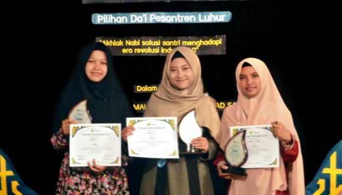 Para juara PILDAPUR IV, yang diadakan dalam rangka memperingati Maulid Nabi