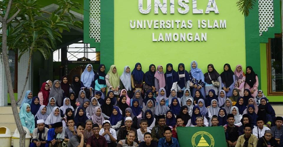 Foto bersama di Universitas Islam Lamongan