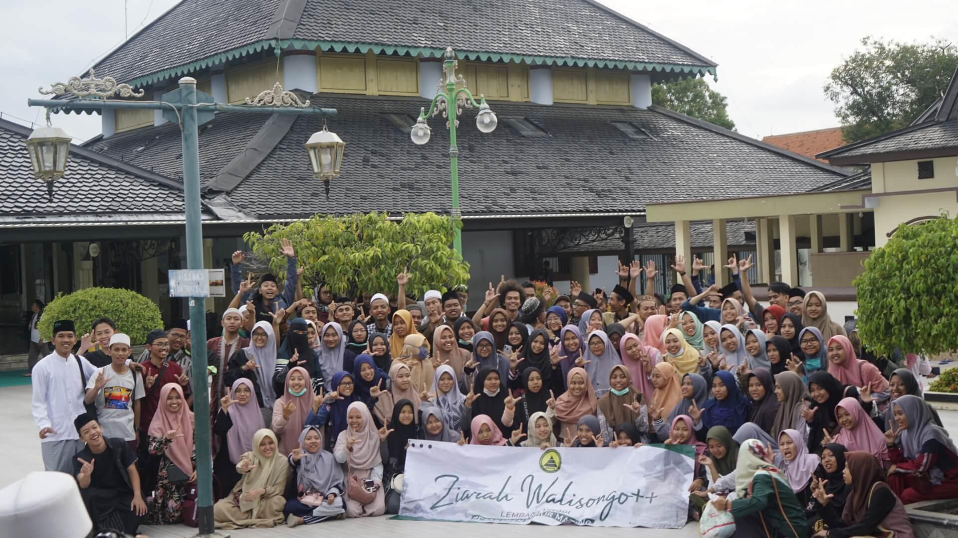Foto bersama di Masjid Demak Raden Fatah